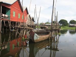 Pilotis et village flottant de Kampong Khleang